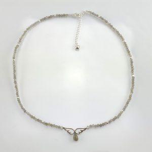 Edelstein-Collier aus Labradorit mit Element aus 925er Sterlingsilber