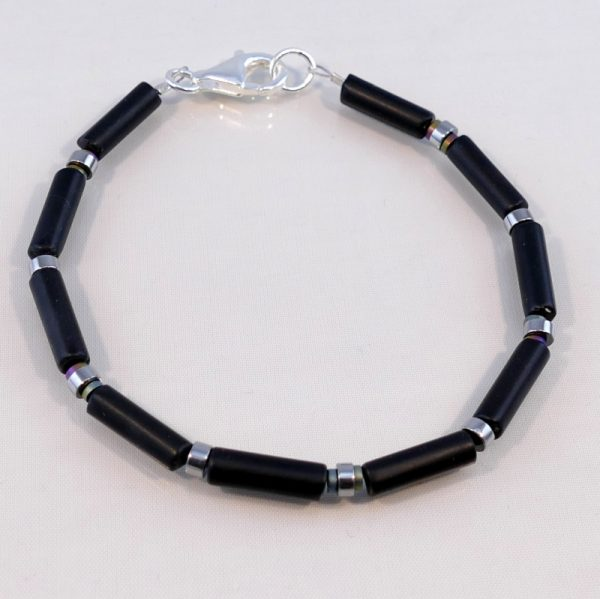 Edelsteinarmband aus Onyx und Hämatitelementen