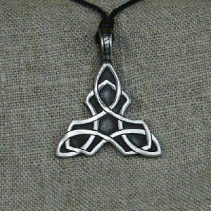 Amulett Keltischer Dreiecks Knoten aus Zinn