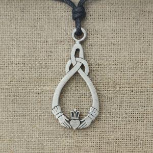 Amulett Keltischer Knoten Claddagh aus Zinn