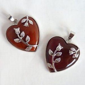 Romantisches Herz aus Karneol