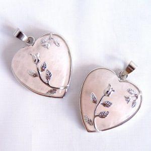 Romantisches Herz aus Rosenquarz