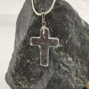 Kreuz aus klarem Bergkristall AA