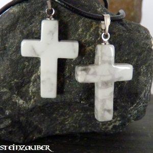 Kreuz aus Howlith
