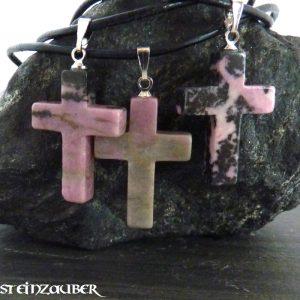 Kreuz aus Rhodonit