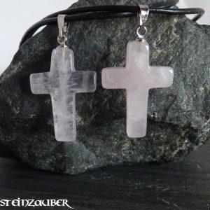 Kreuz aus Rosenquarz