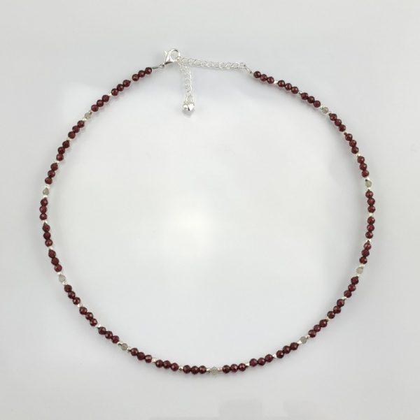 Edelstein-Collier aus Granat Labradorit mit Element aus 925er Sterlingsilber