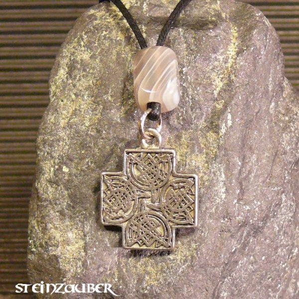 Amulett Keltenkreuz aus Zinn mit einem Achat Schutzstein