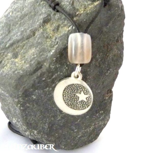 Amulett Mond und Stern aus Zinn mit einem Achat Schutzstein