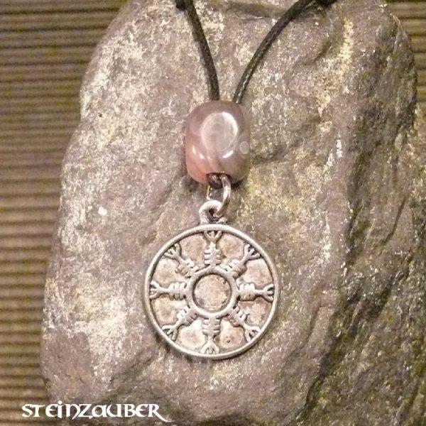 Amulett Rund der Unwiderstehlichkeit aus Zinn mit einem Achat Schutzstein