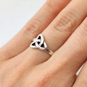 Ring Dreiecksknoten Silber